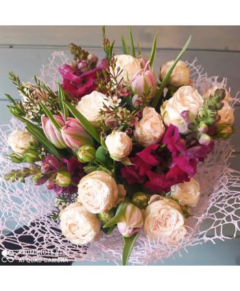"""Букет """"Елена"""" Подмосковные розы и тюльпаны"""