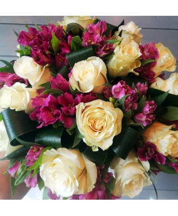 Букет в форме шара с розами